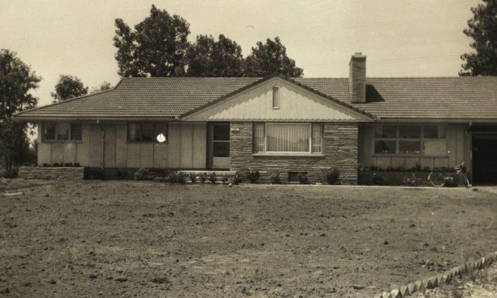 374 Kinmore 1955 bw